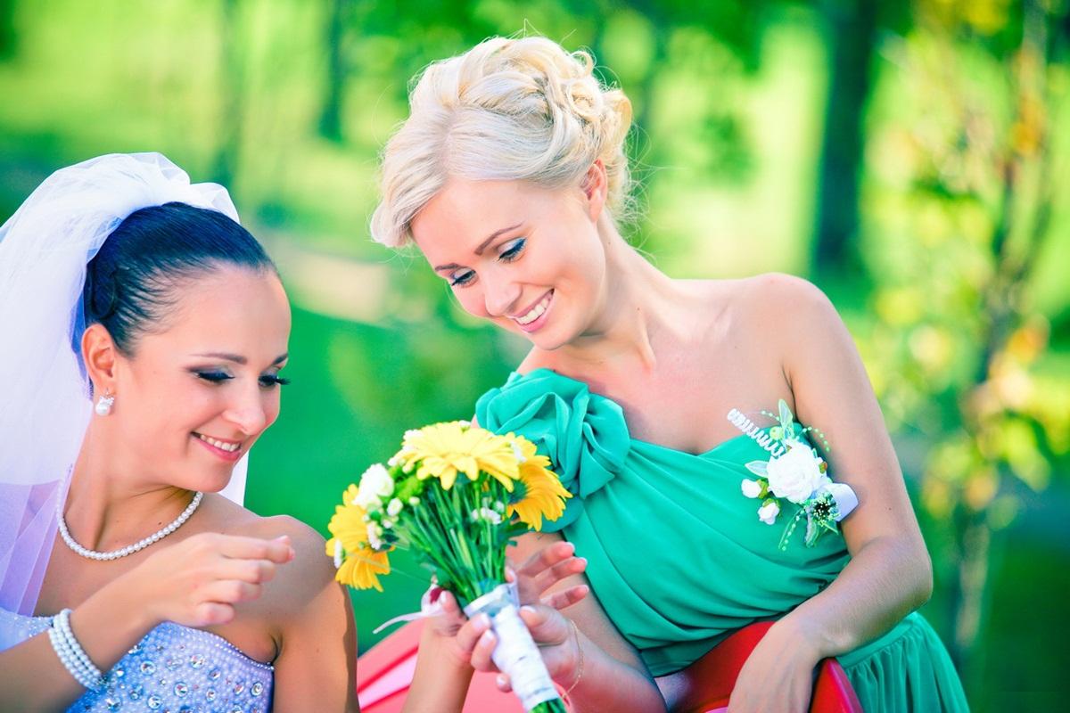 прически на свадьбу для свидетельницы онлайн